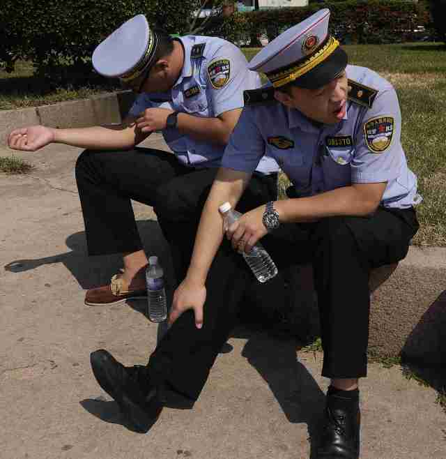 Qingdao Police enjoying the sun