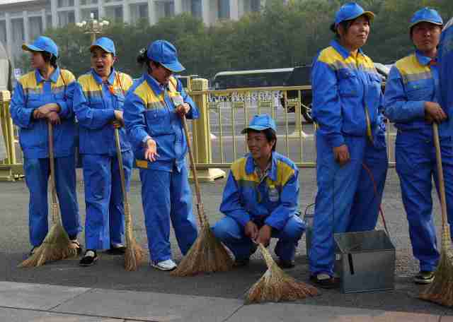 Ready to clean Tian'men after National Day