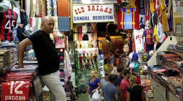 Commando trading ona corner of the Bazaar