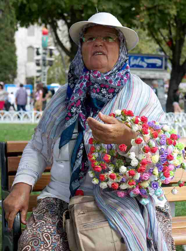 Gulhane Istanbullu selling the flower rings