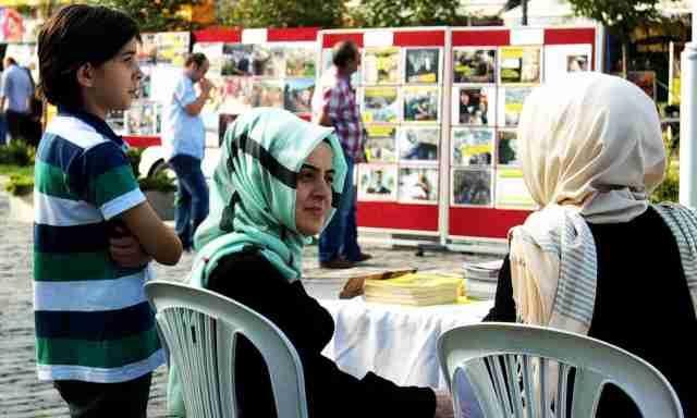 R4bia women raising money for Egypt & Sryria