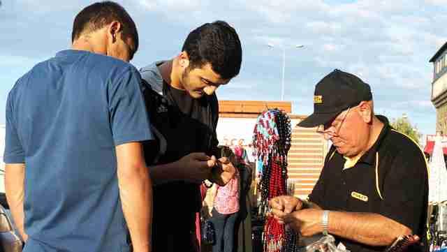 Buying prayer beads