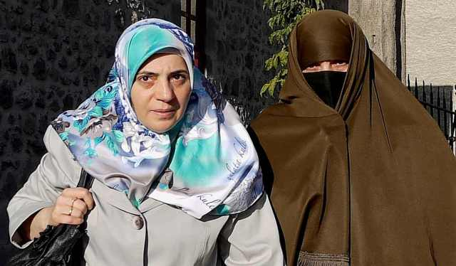 Erzurum women in their distinctive brown chador