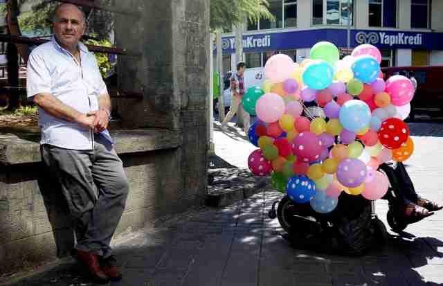 Wheelchair balloon seller Trabzon..
