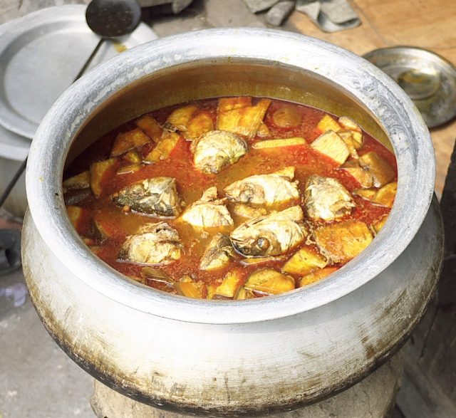Bengali fish head soup